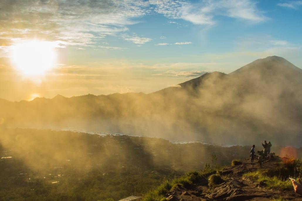 Het mooiste uitzicht over Bali zie je tijdens de zonsopkomst boven Mount Batur.
