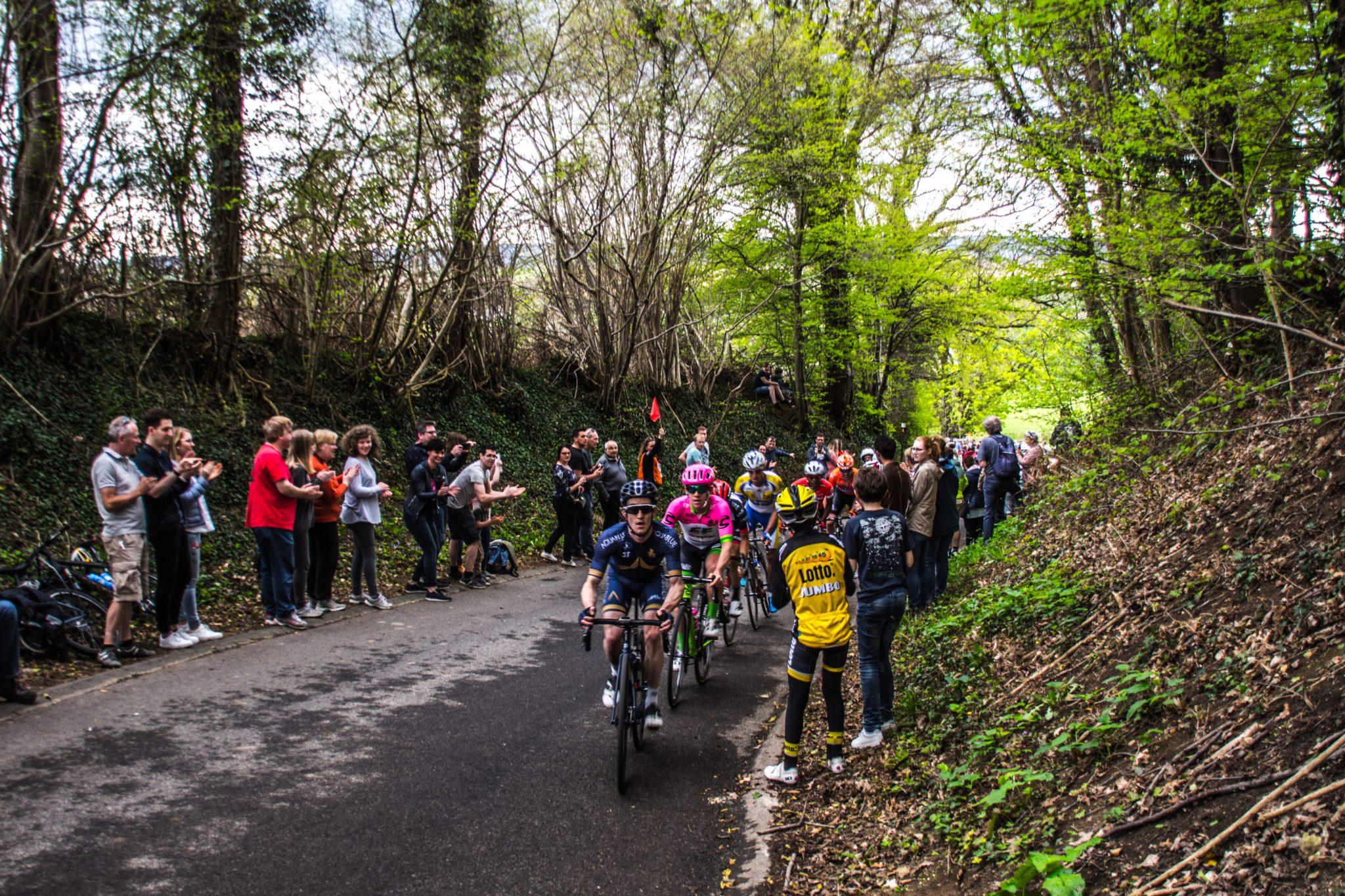 Wielrennen in Zuid-Limburg; je ontkomt toch niet aan de Eyserbosweg