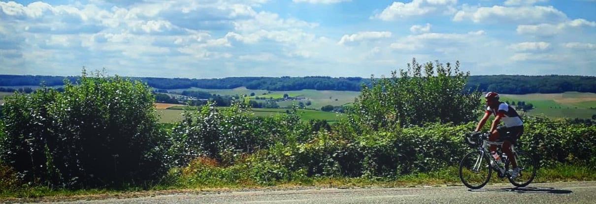 Vergeet ook niet om zo nu en dan om je heen te kijken; de uitzichten over het Zuid-Limburgse heuvelland zijn vaak fenomenaal