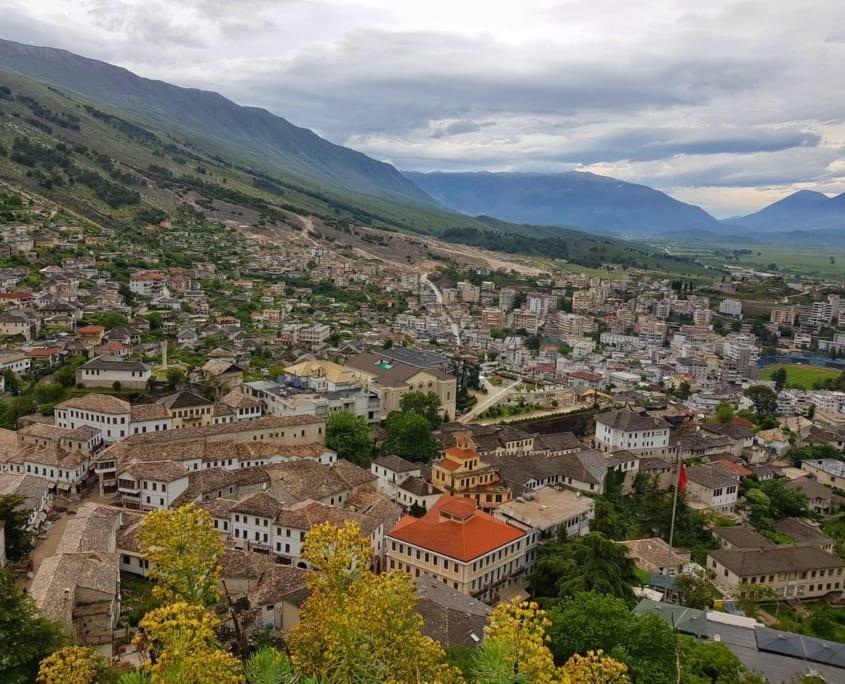 Uitzicht vanaf het kasteel op Gjirokastër