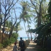 Op weg naar de surf in Santa Teresa