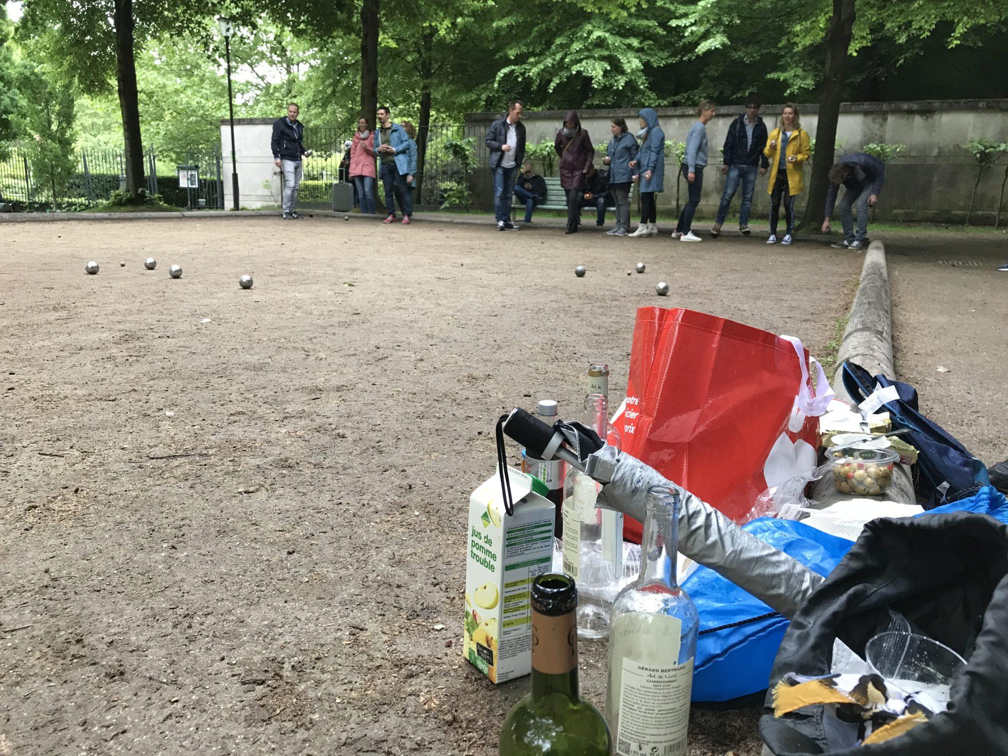 Parijs: Jeu de boules in Parc de Bercy, met vin, pain en fromage