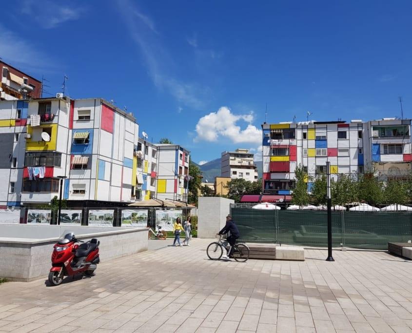 Gekleurde huizen in Tirana