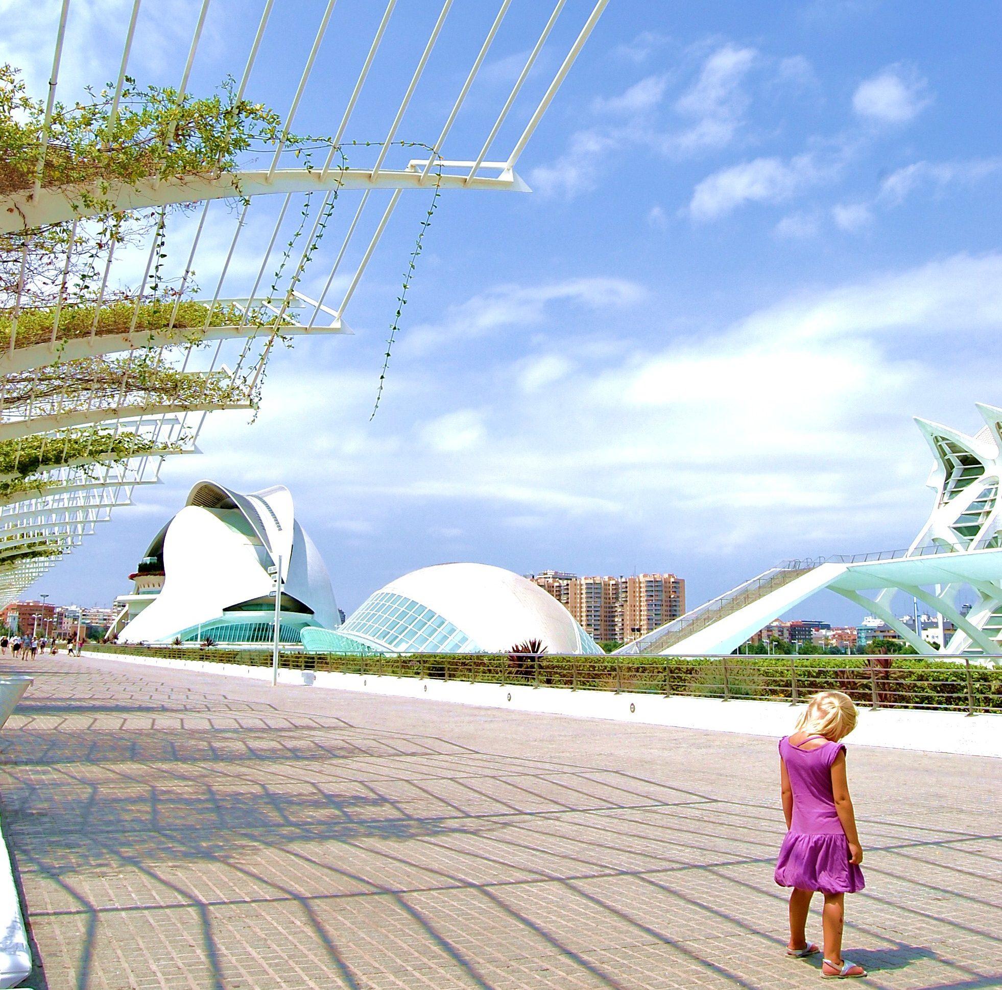 Het Futurische Ciudad de las artes y las ciencias van Valencia, een van de steden met stranden.