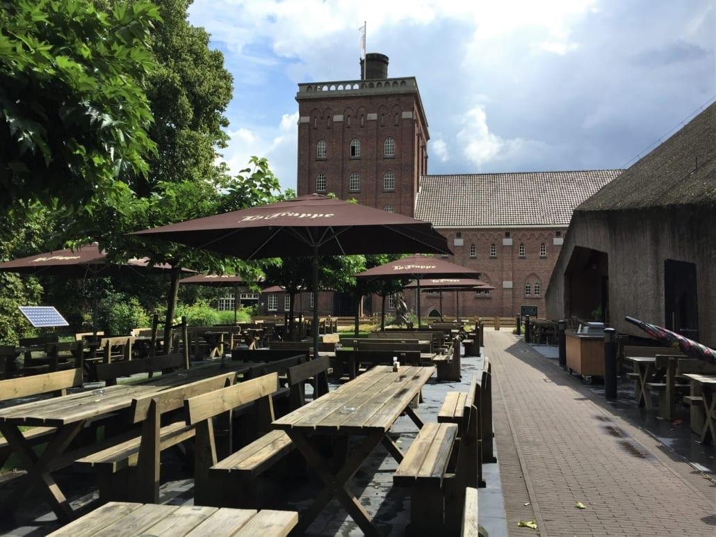 Proeflokaal, brouwerij en heerlijk bierterras.
