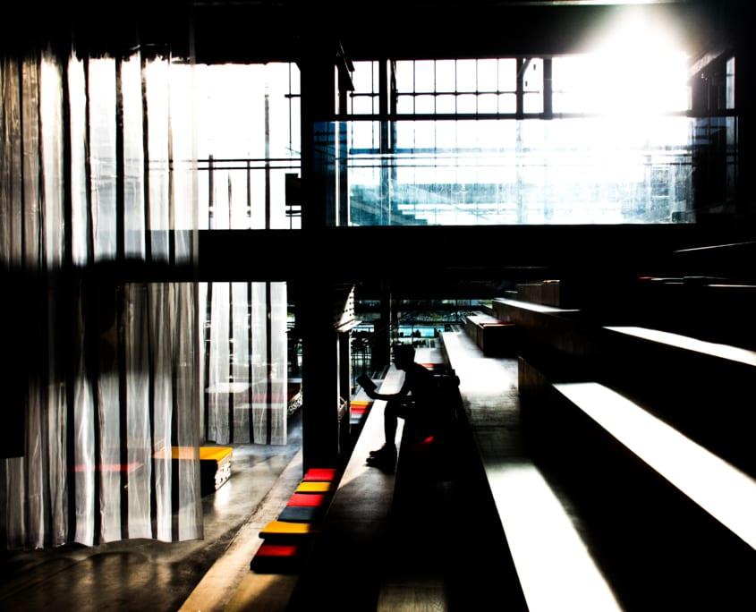 Lochal: Een eenzame lezer in de leeszaal