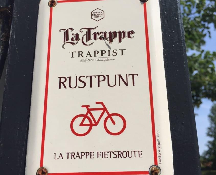De route is makkelijk te volgen via deze bordjes