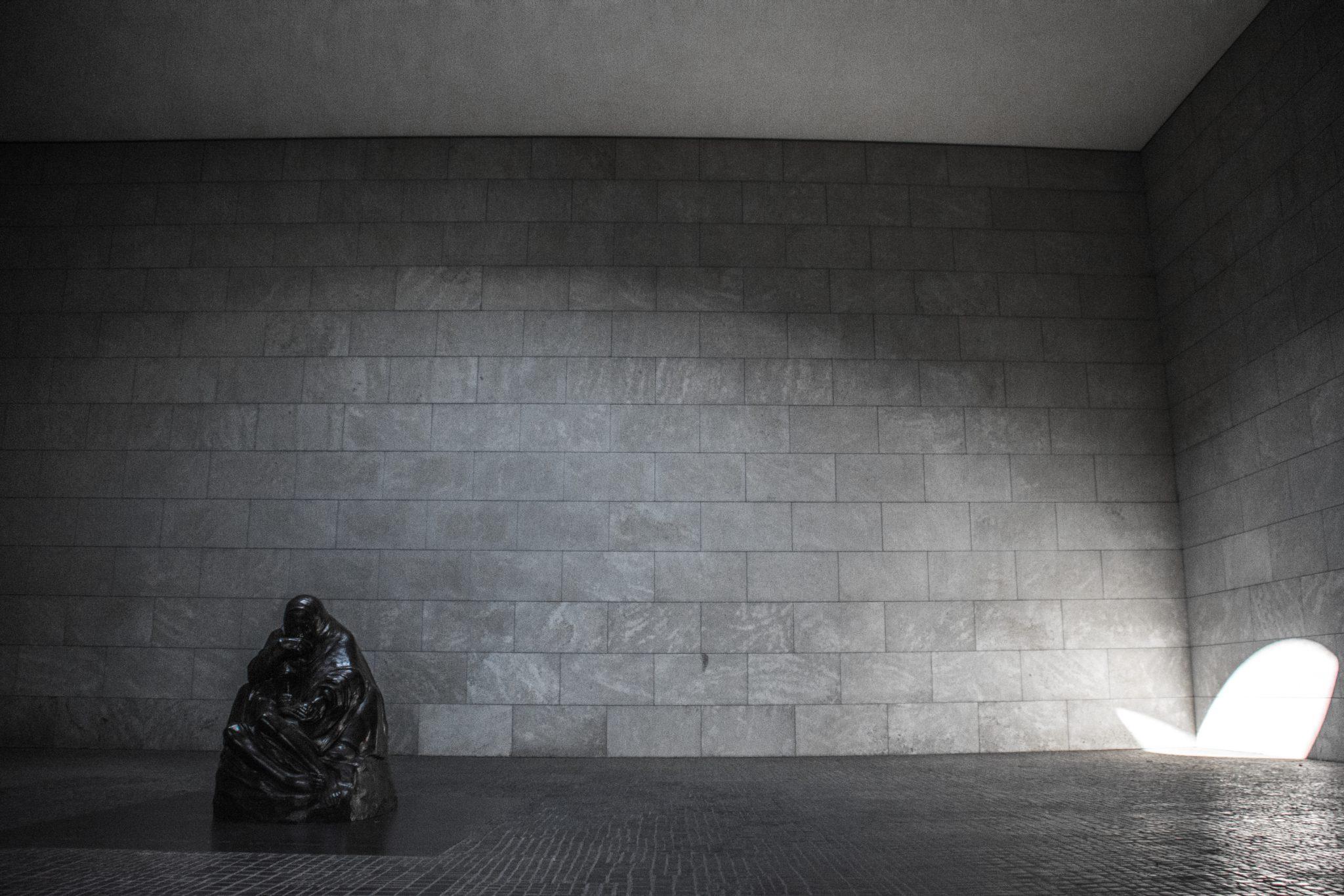 DIe neue Wache; prachtig monument aan de Unter den Linden.