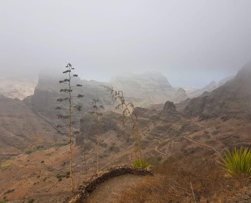 Over de top en weer onder de wolken op Santo Antão