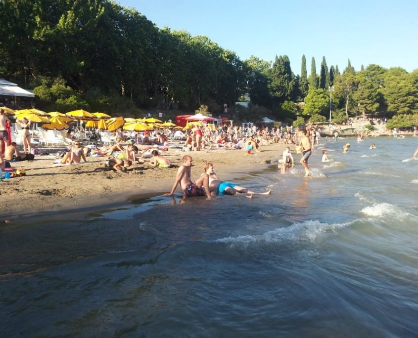 Het enige zandstrand van Split (zo niet van de hele Balkan)