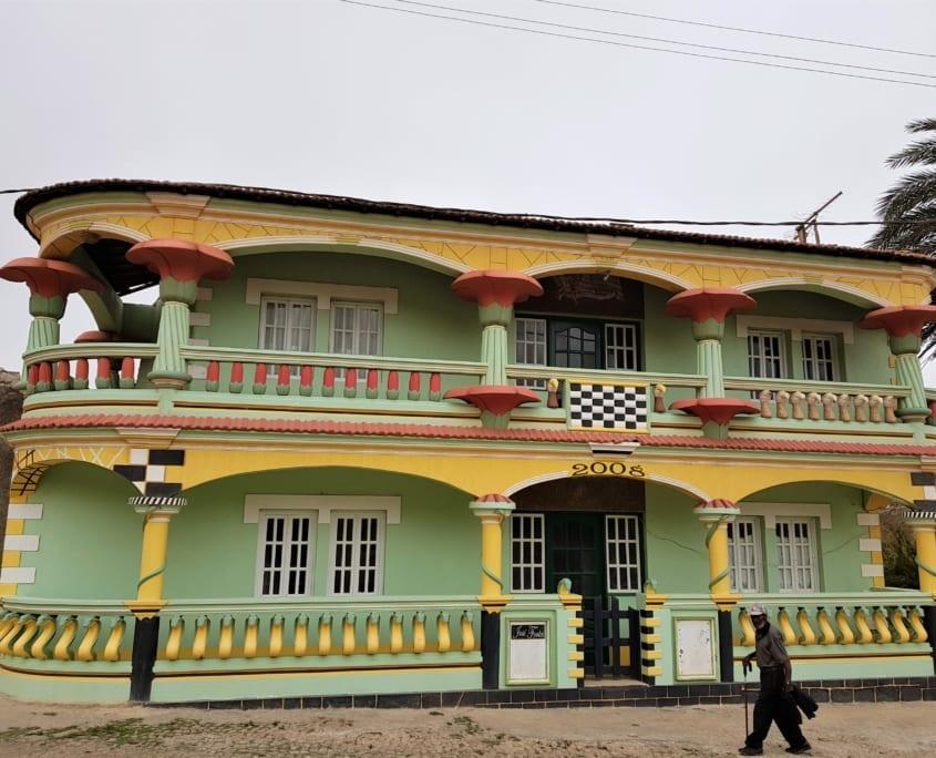 Kleurrijk huis op Brava