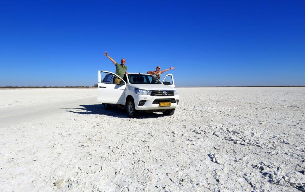Poseren op de zoutpan in Botswana