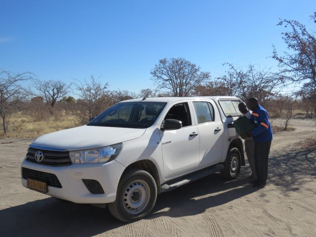 Tanken bij locals in Botswana