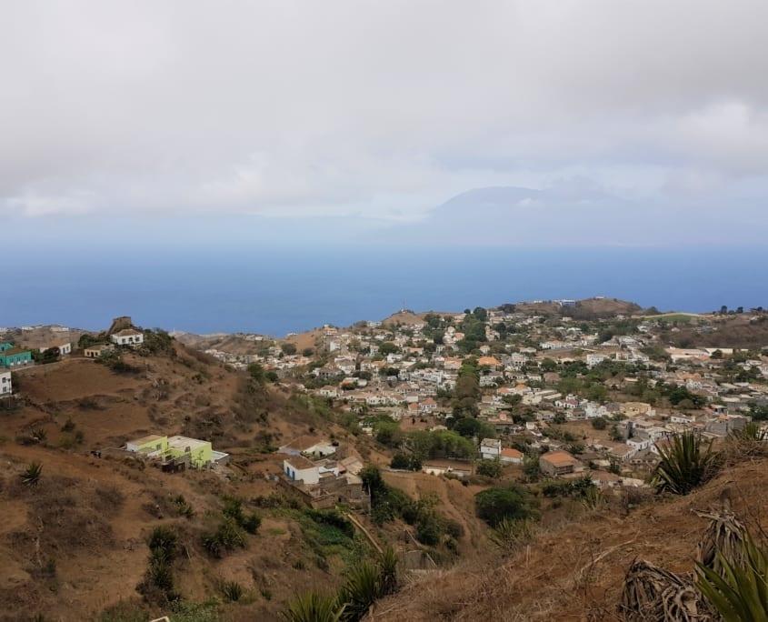 Uitzicht op Vila Nova Sintra en Fogo