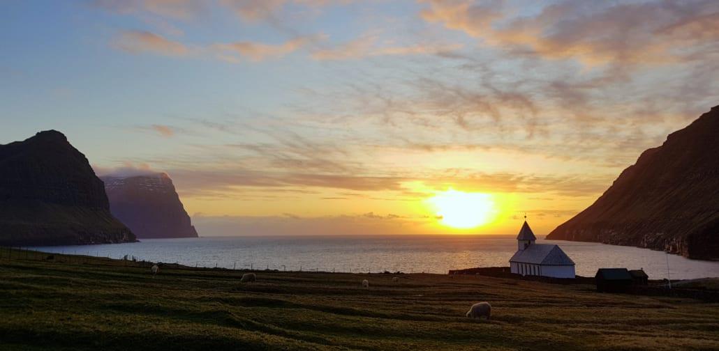 Zonsondergang bij Viðareiði
