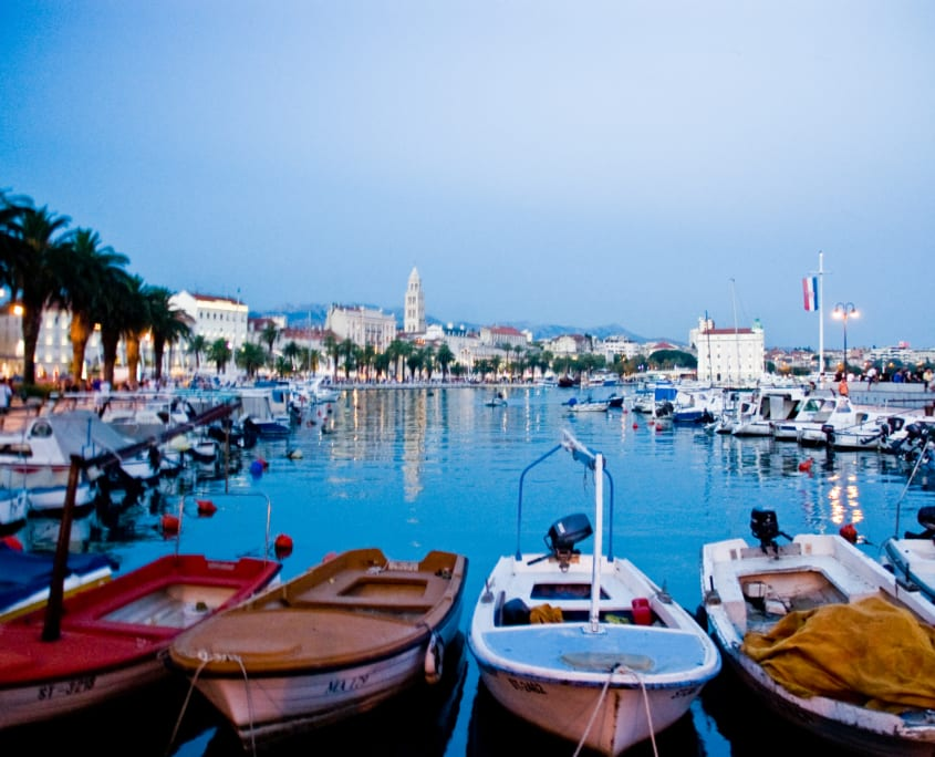 Split: een van de mondaine (zijn het wat toeristische) havenplaatjes van de Balkan.