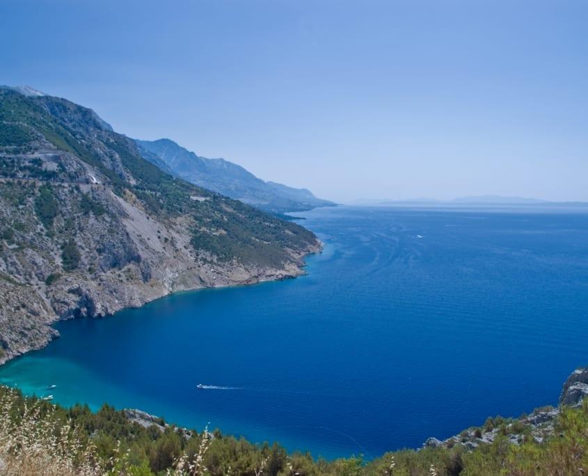 De scherenkust van de Balkan: een van de mooiste stukjes weg voor jouw roadtrip.