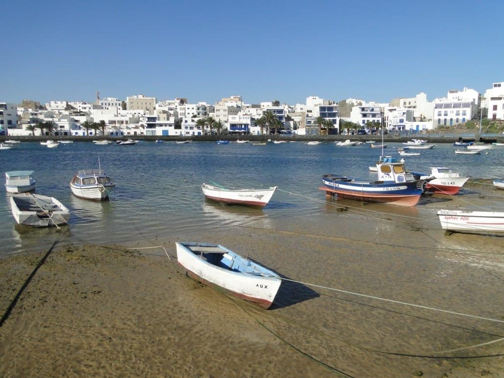 Haventje en witte huisjes in Arrecife op Lanzarote