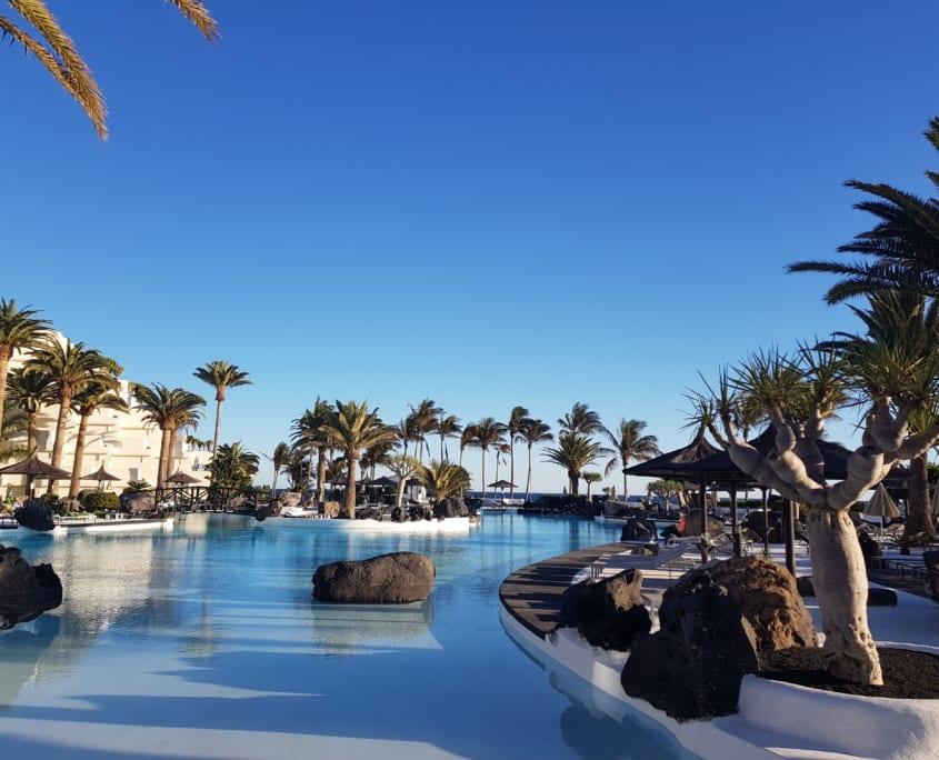 Zwembad van Meliá Salinas hotel in Costa Teguise