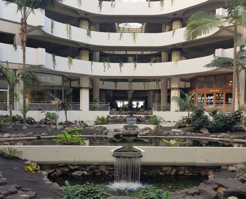 Binnenplaats van Meliá Salinas hotel Costa Teguise op Lanzarote