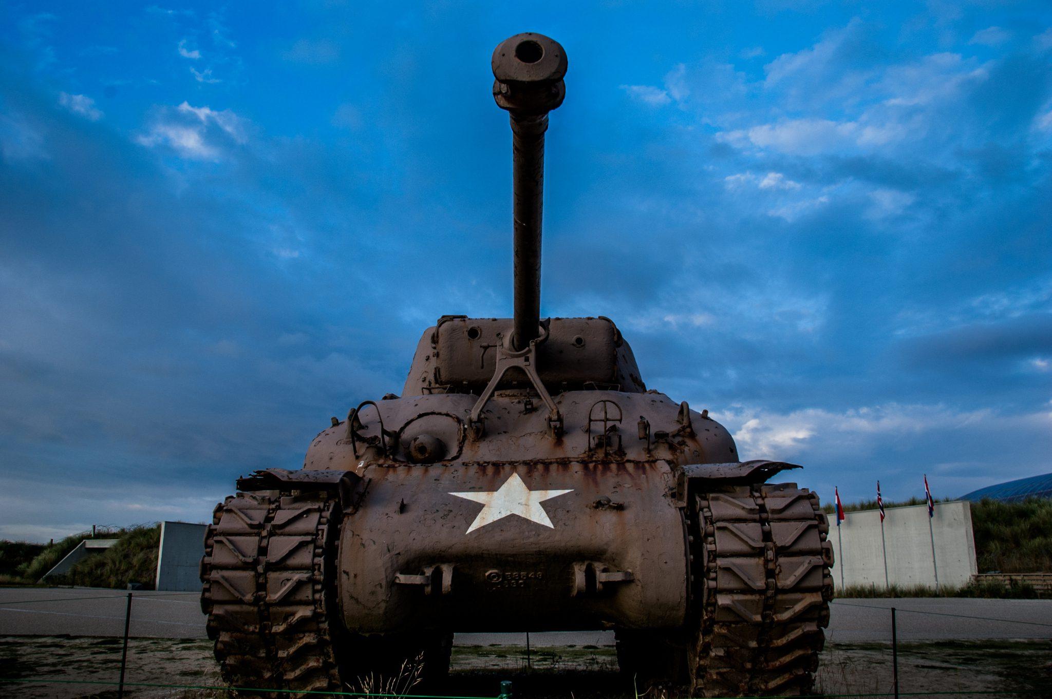 Restanten van D-day: een Sherman tank op Utah Beach