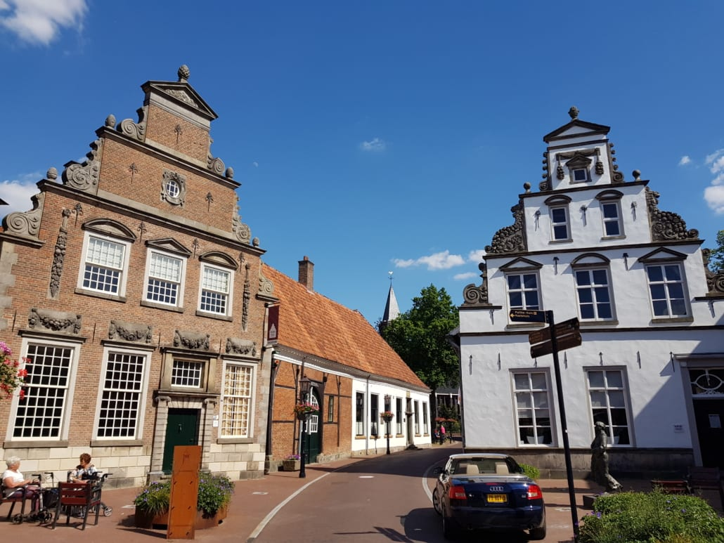 Palthehuis (links) in Oldenzaal