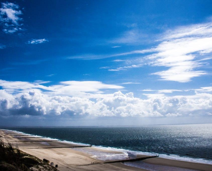 Een frisse neus vol zeelucht halen op je dagtocht naar de Zeeuwse kust