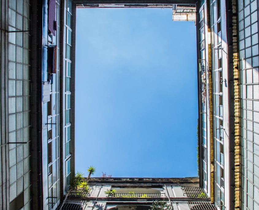 Typische bouwstijl in het Quartieri Spagnoli