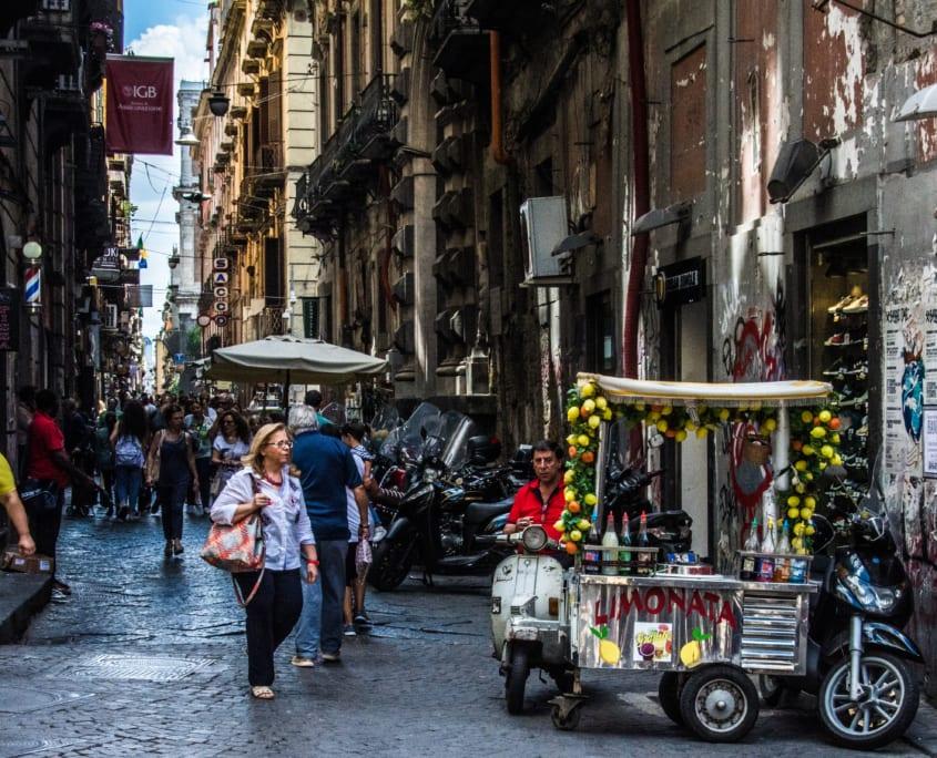 Levendige straatjes in het Quartieri Spagnoli