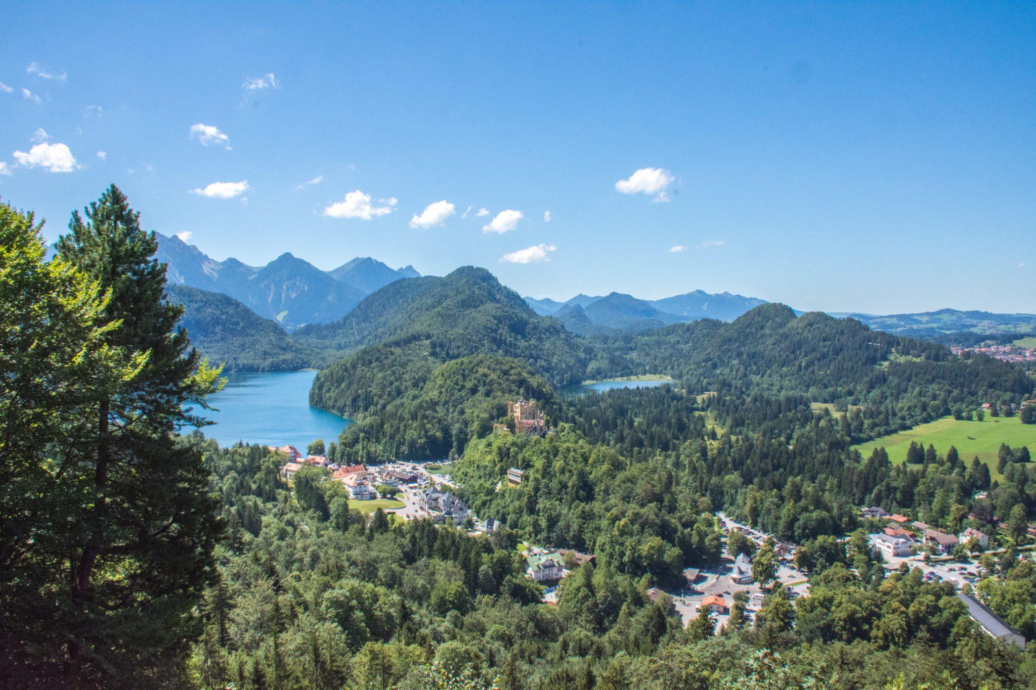 Links de Alpsee, midden Hohenschwangau en rechts Füssen. En niet te vergeten een mooi uitzicht over Beieren.