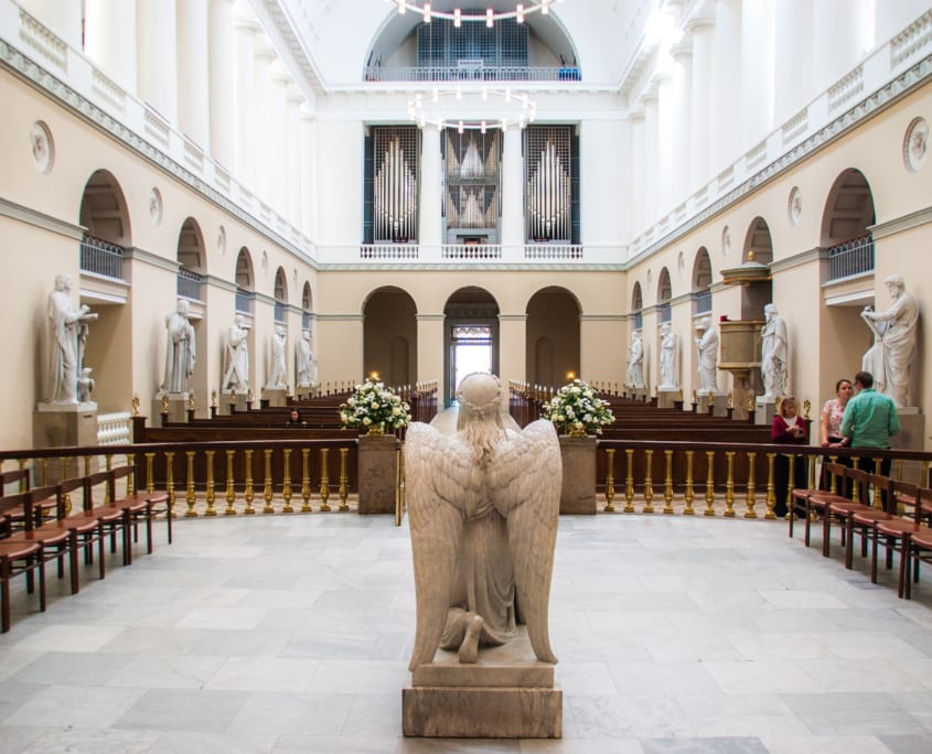 Het interieur van de Vor Frue Kirke