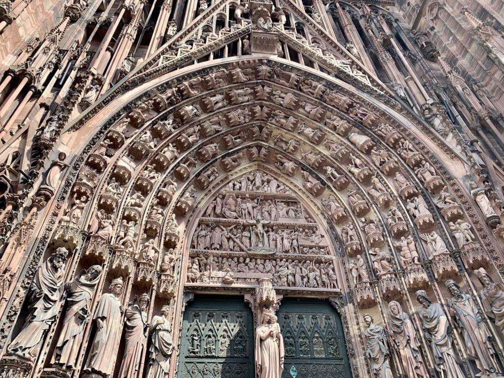 Cleane ingang van de kathedraal