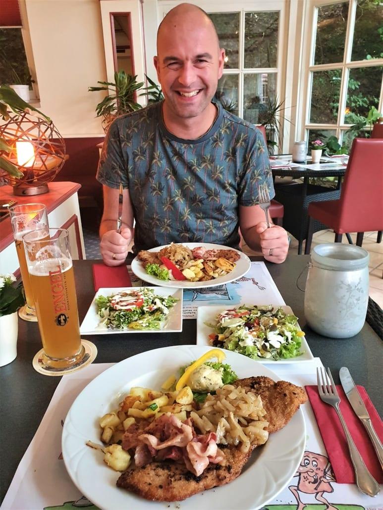 Schnitzels en bier in de Harz
