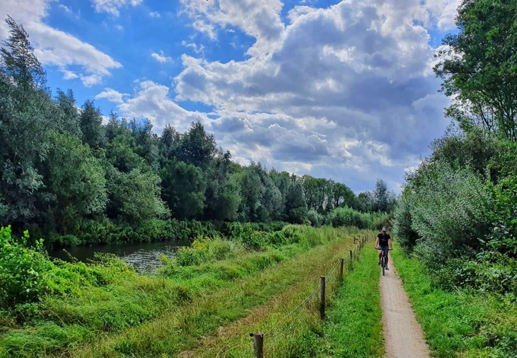 Langs de Berkel tijdens fietsroute door Twente en de Achterhoek
