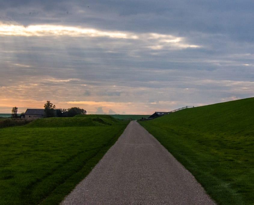 Het landschap van Friesland: veel rechte lijnen.