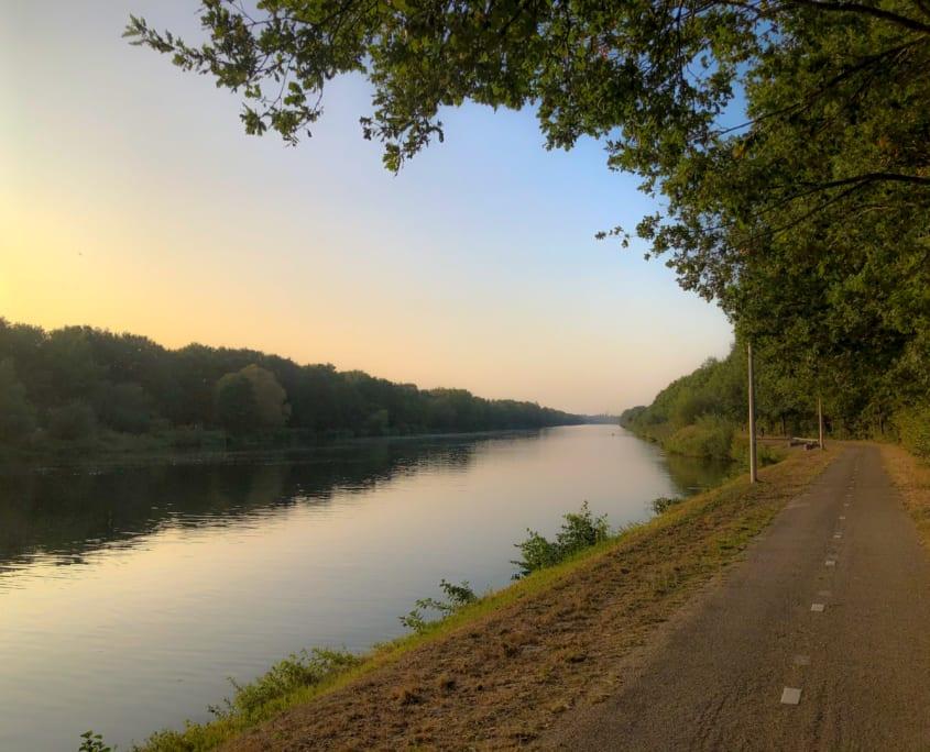 Brede, lege wegen: ideaal voor je fietstocht.