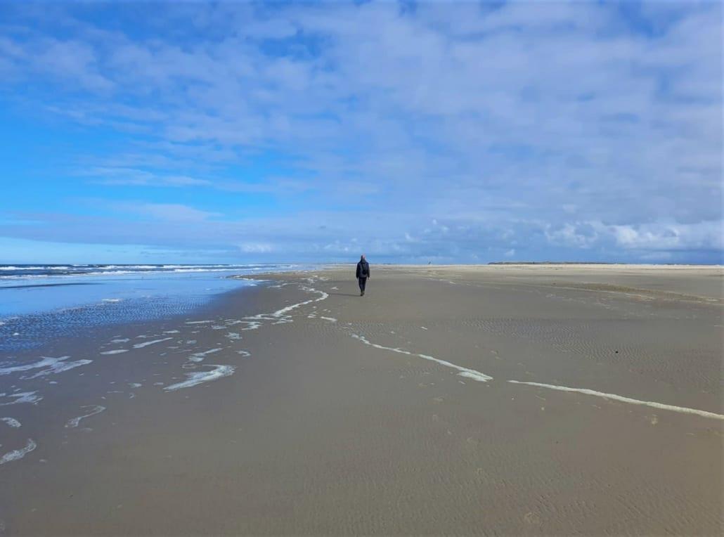 Alleen op het Noordzeestrand op de Vliehors