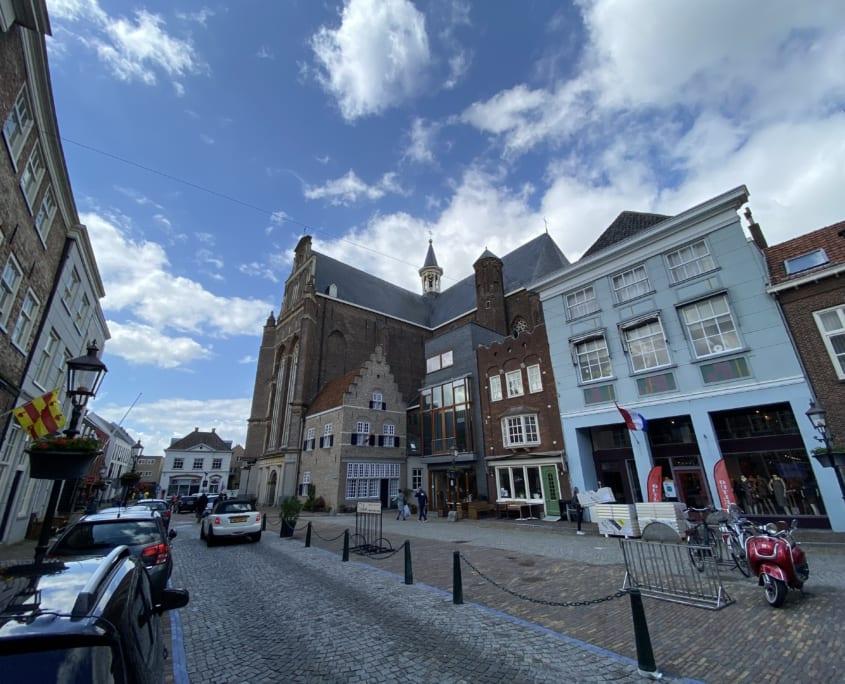 Het mooie centrum van vestingstad Grave. Niet in Noord-Limburg, wel het bezoeken waard.