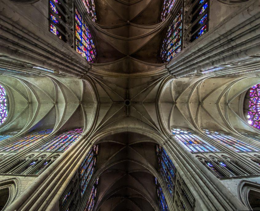 De kathedraal van Troyes van onderen.