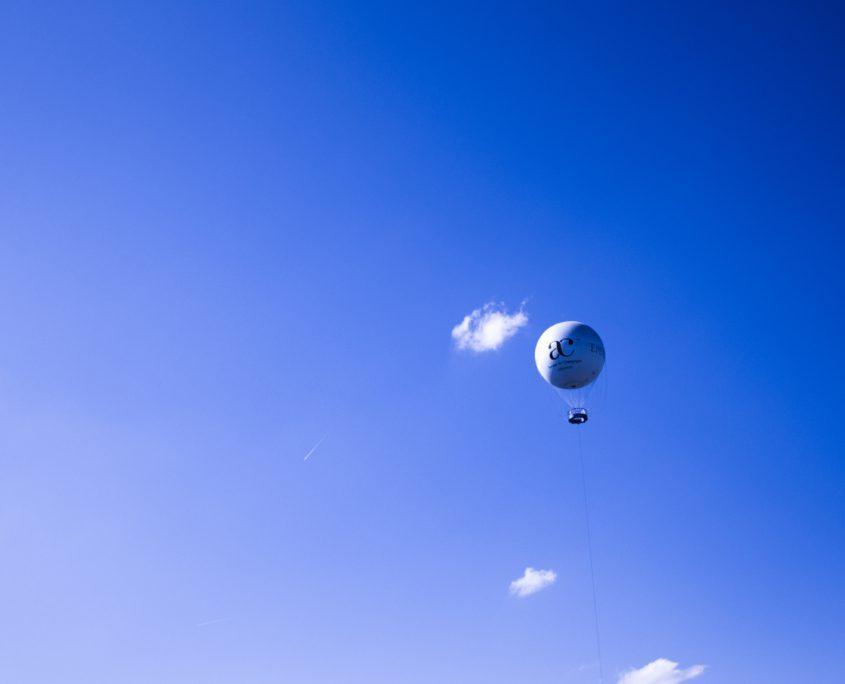 Een tochtje omhoog in deze luchtballon kan onderdeel zijn van je bezoek aan een champagnehuis in Epernay.